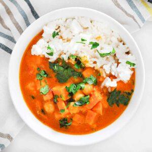 Wegańskie curry z batatem i ciecierzycą