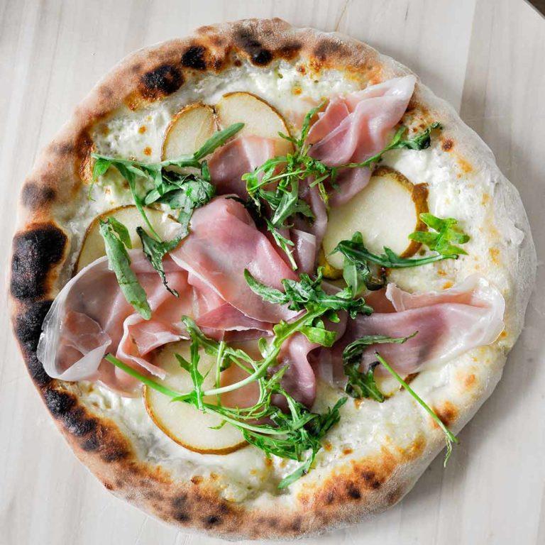 """Pizza Neapolitańska z piekarnika<span class=""""rmp-archive-results-widget """"><i class="""" rmp-icon rmp-icon--ratings rmp-icon--star rmp-icon--full-highlight""""></i><i class="""" rmp-icon rmp-icon--ratings rmp-icon--star rmp-icon--full-highlight""""></i><i class="""" rmp-icon rmp-icon--ratings rmp-icon--star rmp-icon--full-highlight""""></i><i class="""" rmp-icon rmp-icon--ratings rmp-icon--star rmp-icon--full-highlight""""></i><i class="""" rmp-icon rmp-icon--ratings rmp-icon--star rmp-icon--half-highlight js-rmp-replace-half-star""""></i> <span>4.7 (10)</span></span>"""