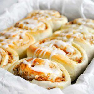 Szarlotkowe rollsy (drożdżówki)