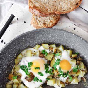 Młode ziemniaki w jajku