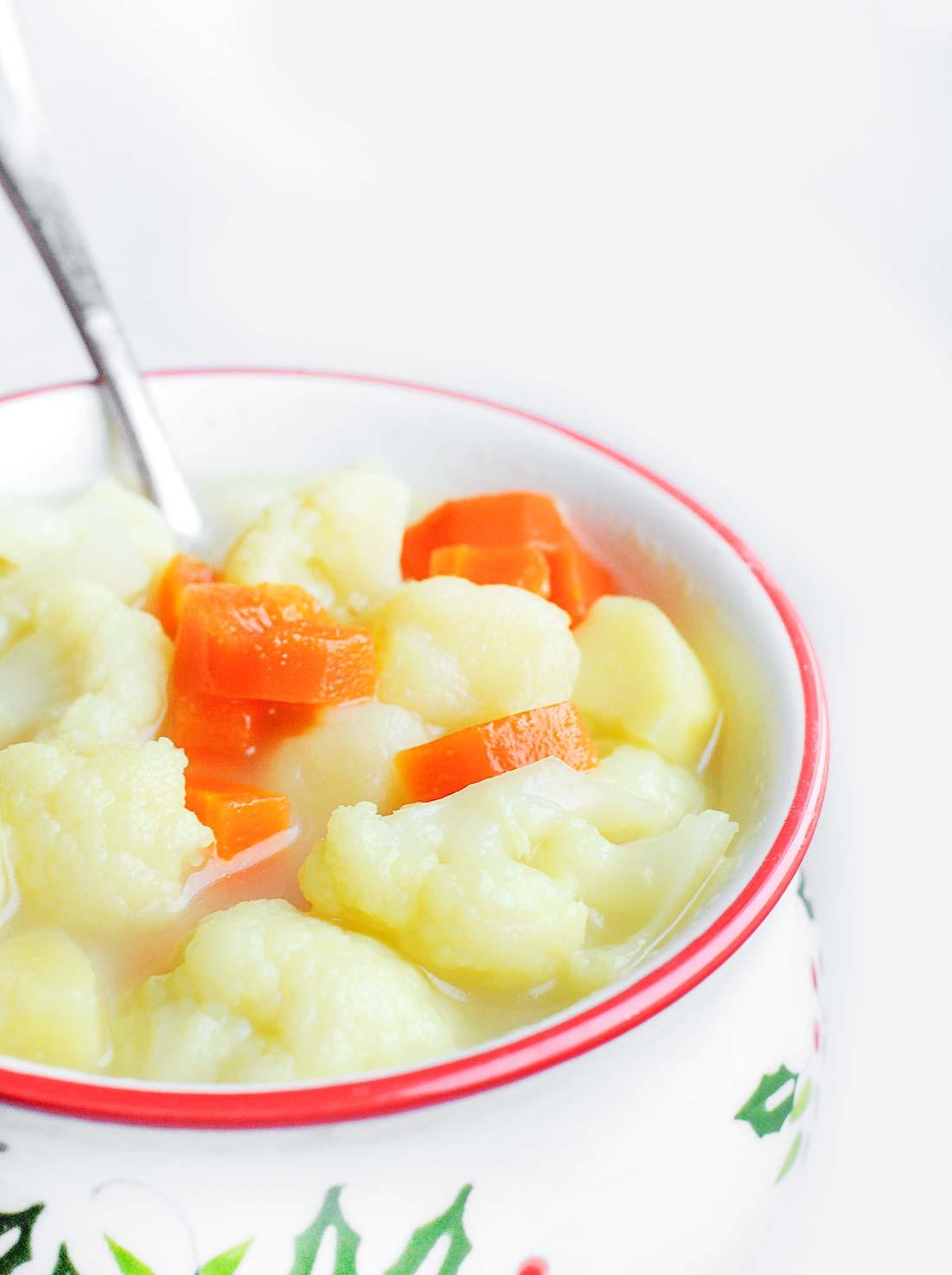 Zupa kalafiorowa z ziemniakami i kaszą jęczmienną
